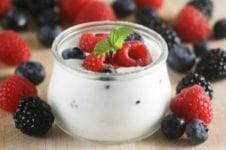 greek-yogurt-berries-300x199