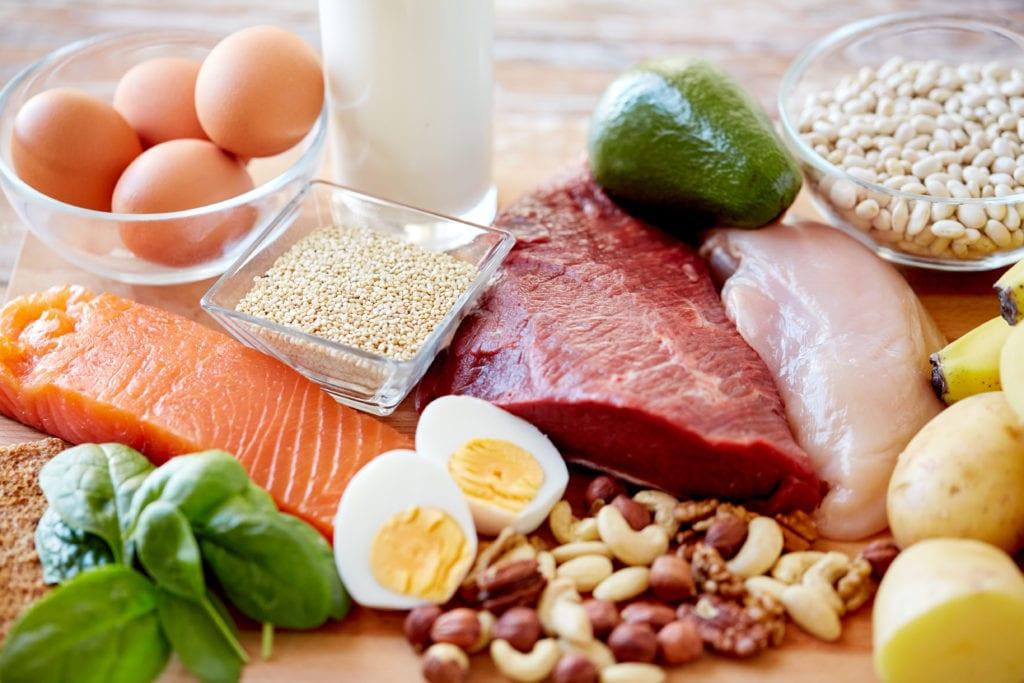 Rikelig med proteiner er viktig i et kosthold for deffing. I tillegg er mye frukt og grønnsaker viktig.