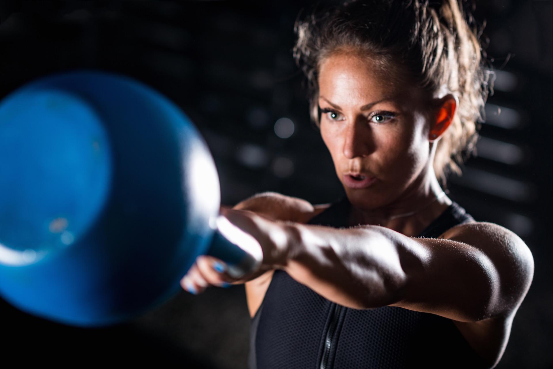 hvor mange kalorier forbrenner man ved styrketrening