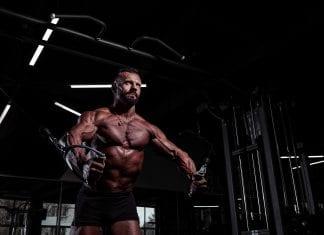 deltamuskelen trening av skuldre