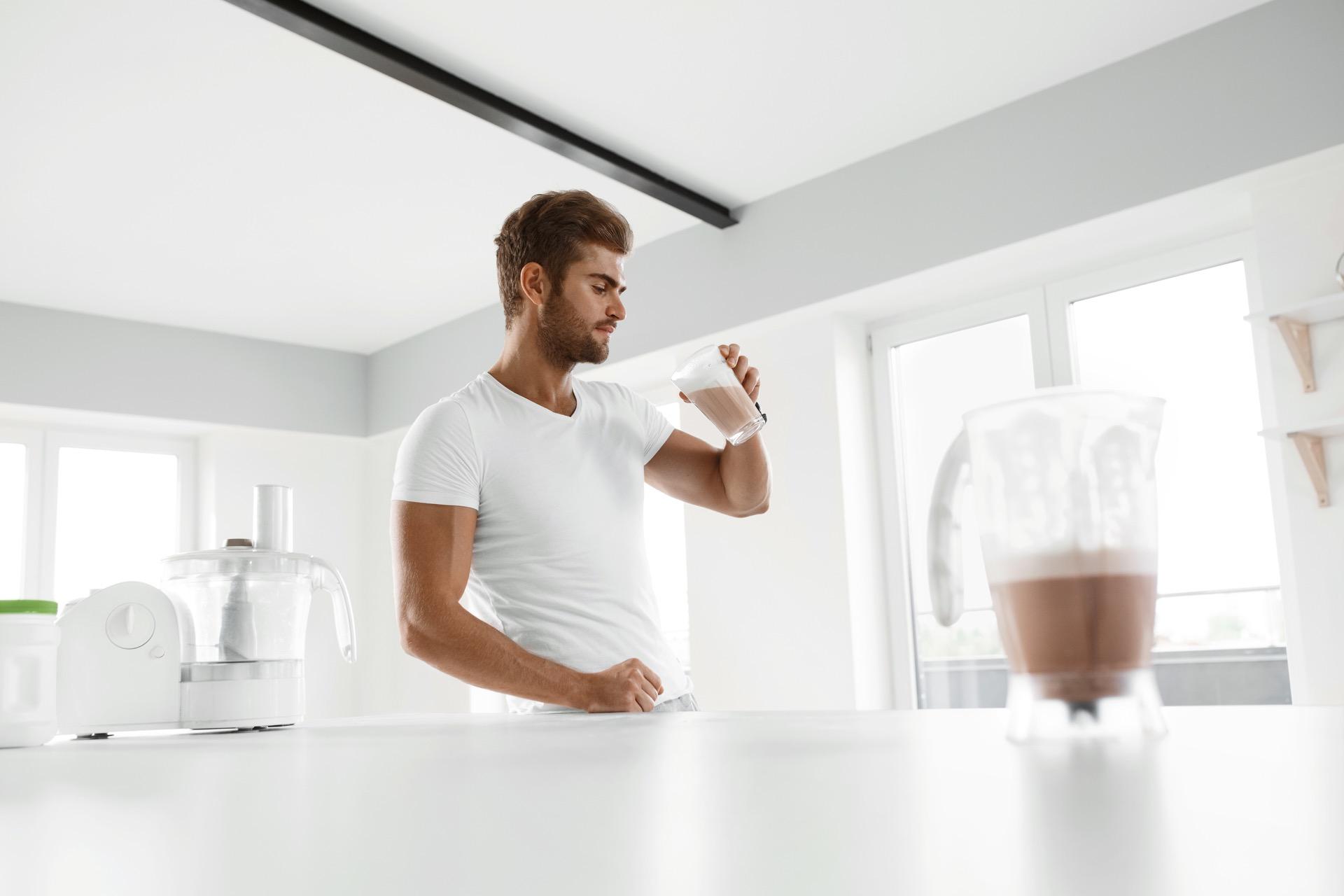 Proteinpulver er et bra supplement til vanlig sunn kost, men skal ikke erstatte de vanlige måltidene dine.