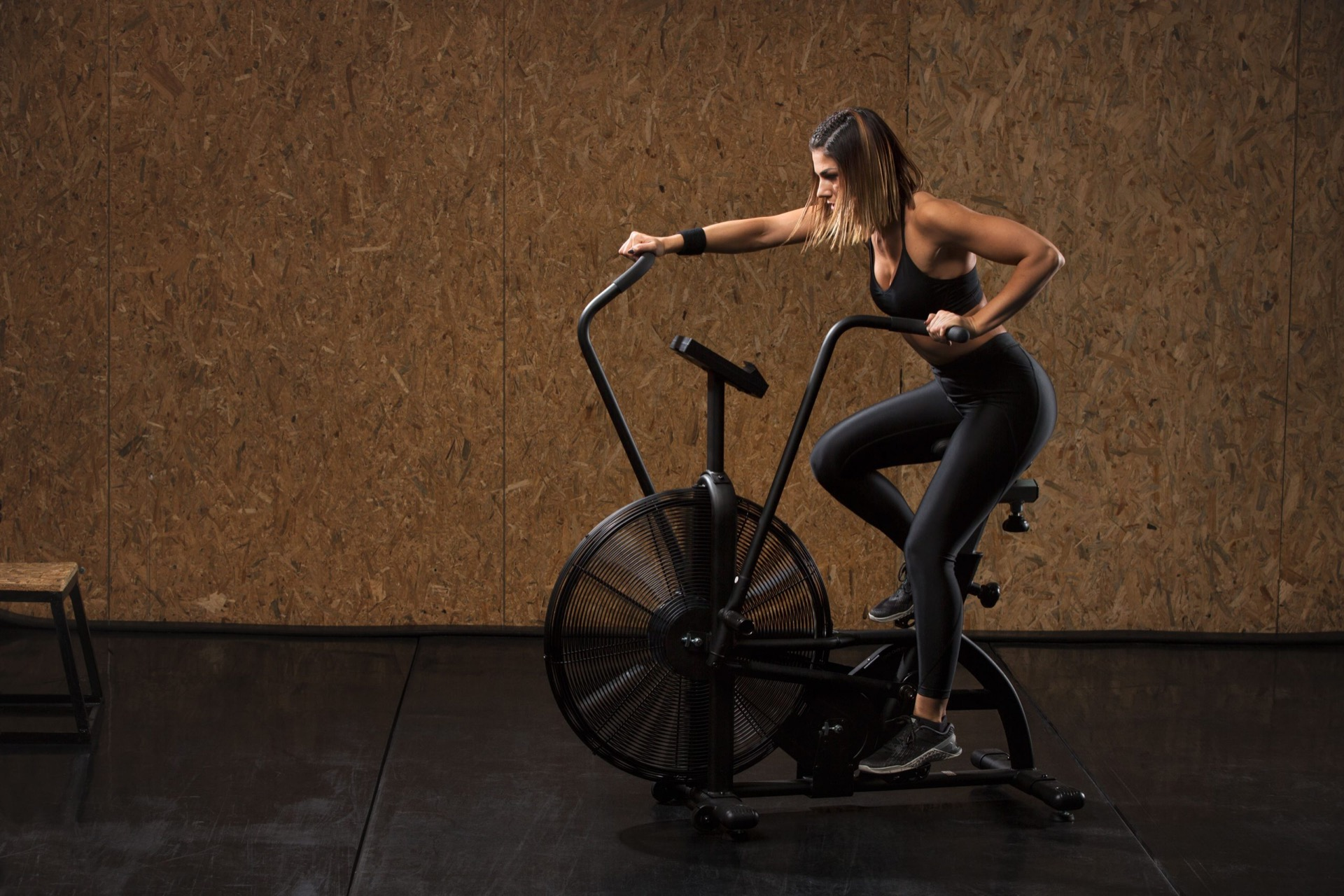 HIIT trening assault bike